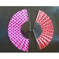 Eventail rouge pois noirs en plastique et tissu