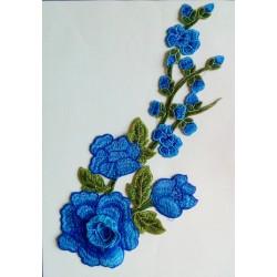 """Broderie """"Chute de fleurs"""" bleues 28 cm"""