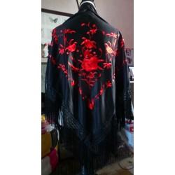 Châle noir brodé rouge à fils noirs
