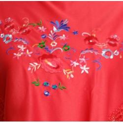 Petit châle rouge brodé multicolore