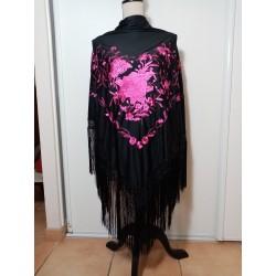 Grand châle noir brodé rose fuschia fils fuschia 195 cm