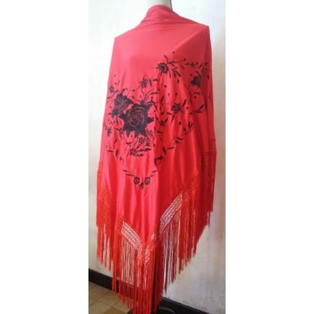 Grand châle rouge brodé noir fils rouge