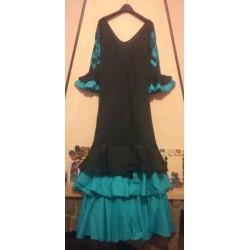 Robe noire et turquoise à broderies