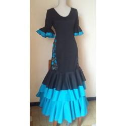 Robe noire brodée bleu aux hanches
